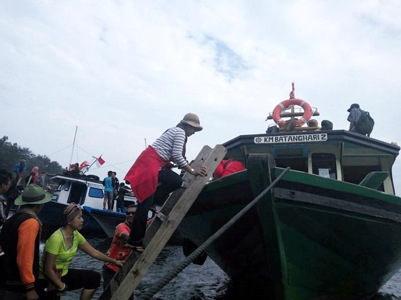 Naik kapal motor menuju Lampung