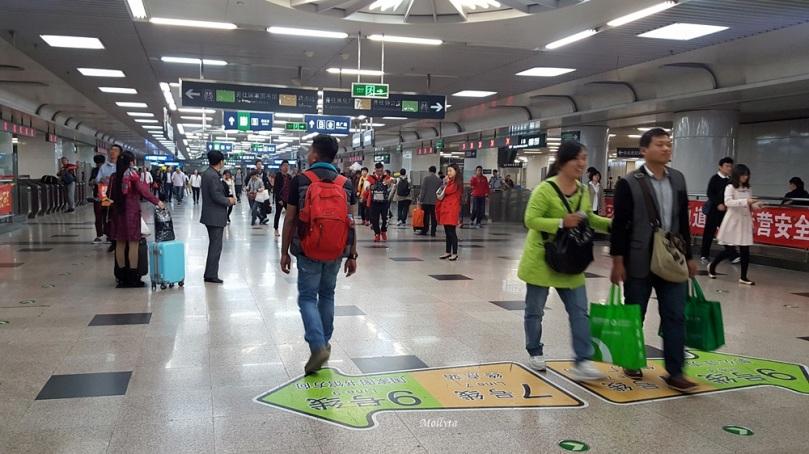 Suasana stasiun subway di Beijing