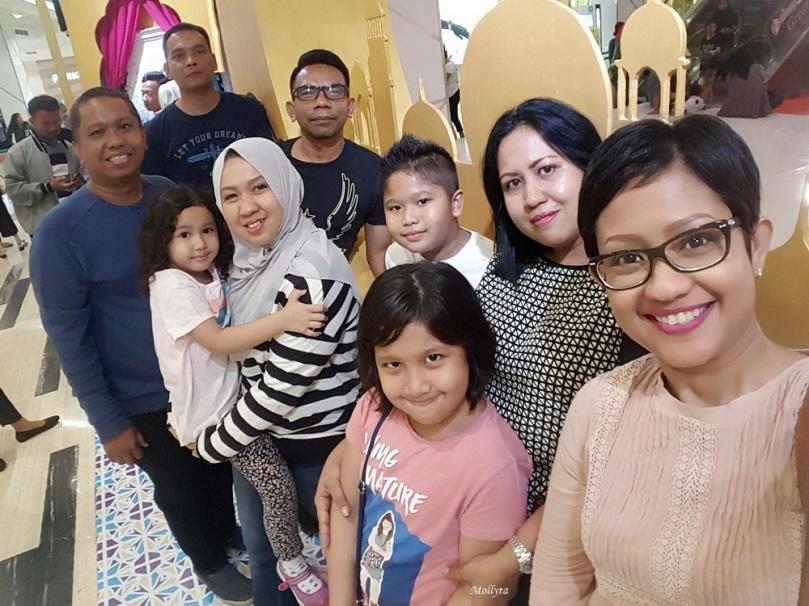 Foto bersama adik-adik