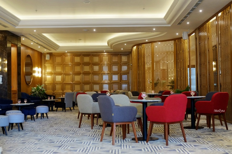 Interior The Onyx Lounge Four Points by Sheraton Medan