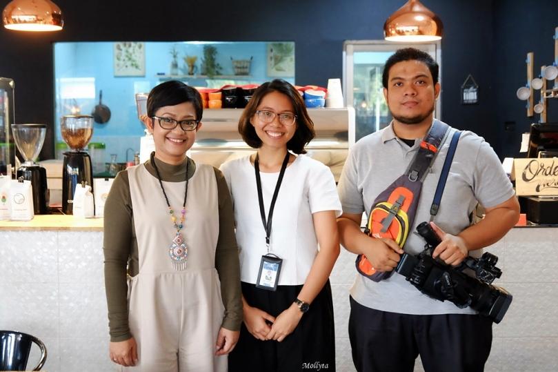 Bersama tim DAAI TV meliput kegiatan Mollyta sebagai blogger