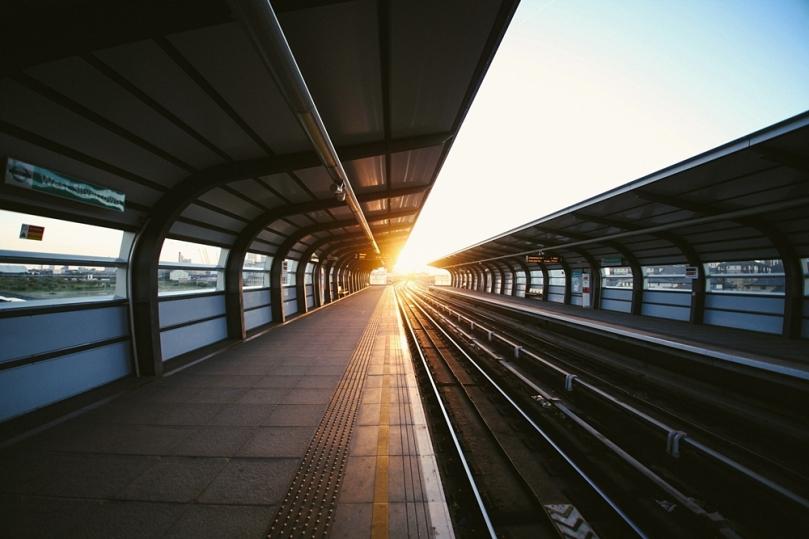 Membeli tiket kereta api sebelum bepergian