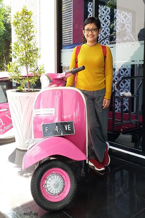Skuter pink di favehotel Malioboro Yogyakarta