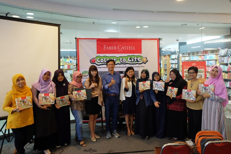 Blogger Medan di acara peluncuran Faber-Castell Colour to Life Gramedia Medan