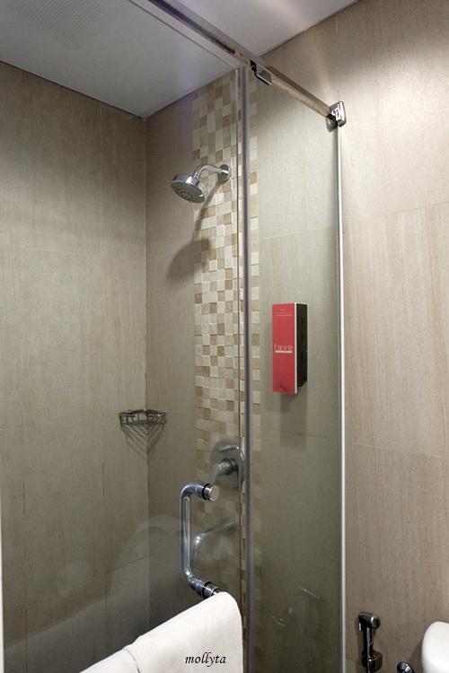 Standing shower di favehotel Malioboro Yogyakarta