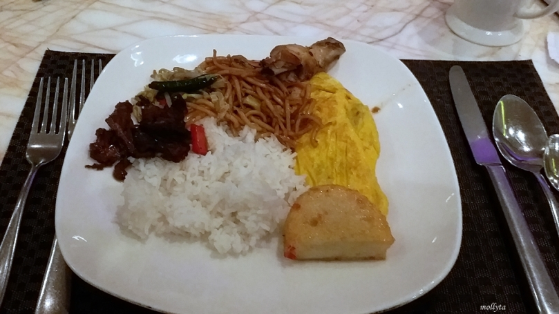 Makan sahur di Marriott Cafe Medan