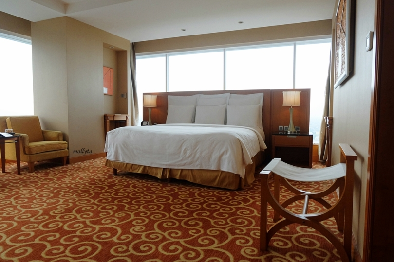 Kamar luas di JW Marriott Hotel Medan