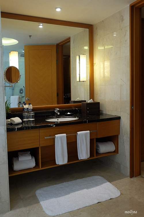 Kamar mandi di Executive Deluxe JW Marriott Hotel Medan