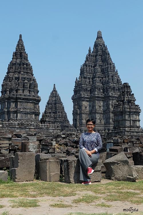 Menikmati wisata di candi Prambanan Yogyakarta