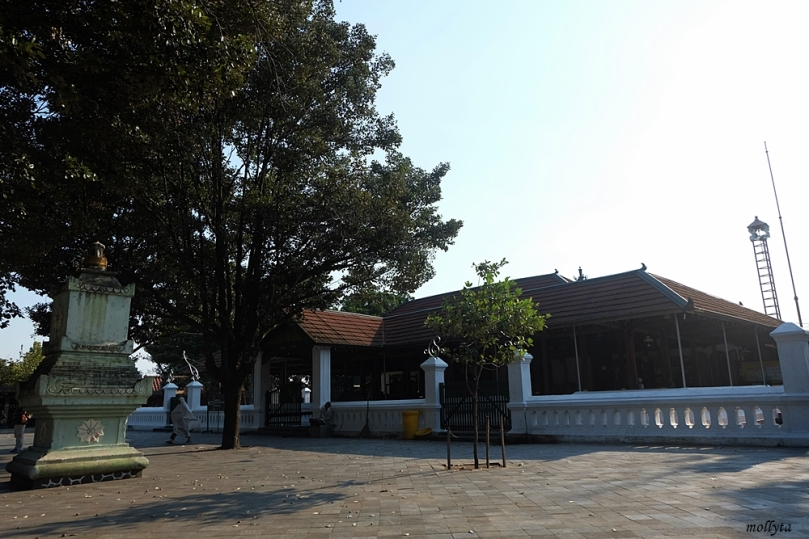 Halaman Masjid Besar Mataram