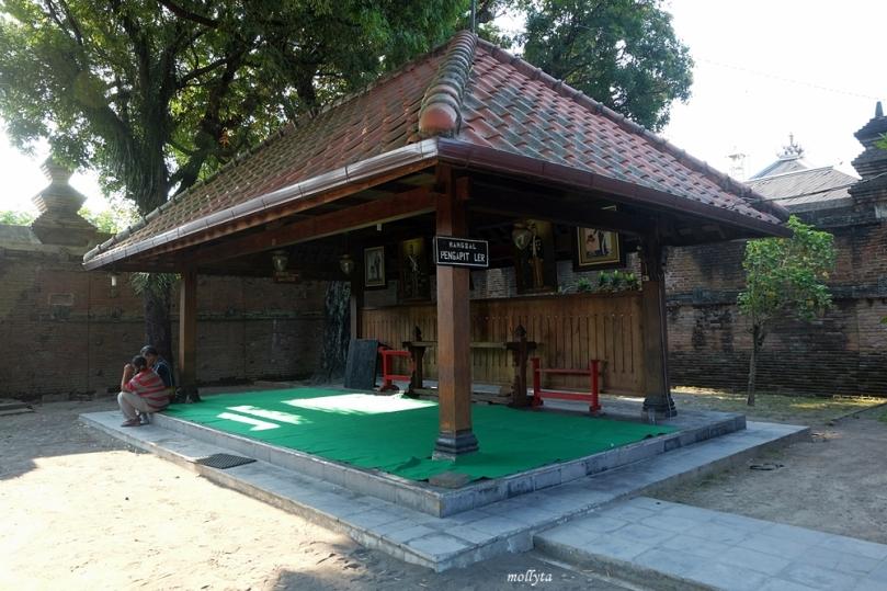 Halaman untuk tempat menunggu para peziarah makam raja Mataram Kotagede