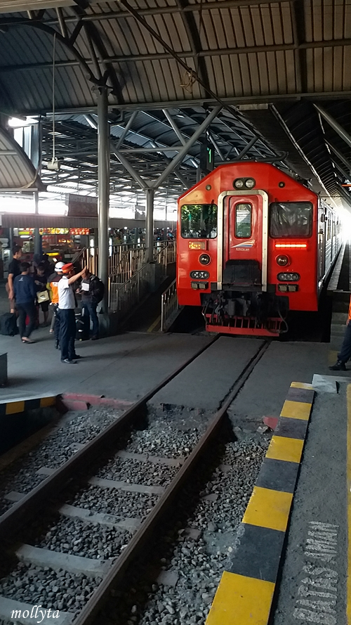 Kereta api Prameks menuju Solo