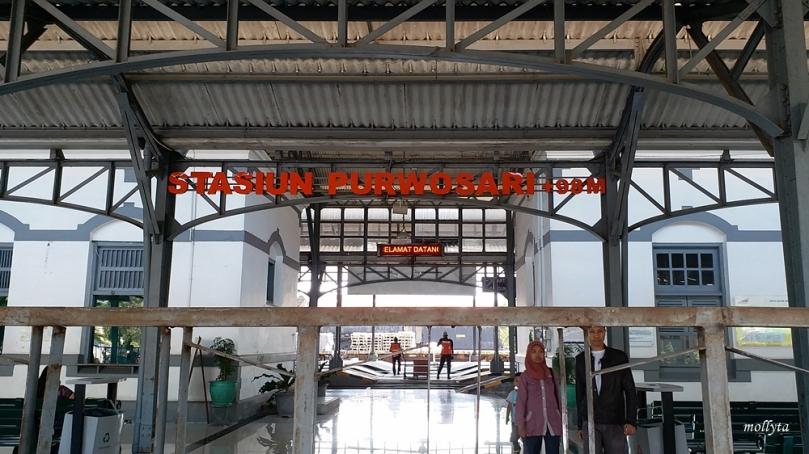 Berhenti di stasiun Purwosari Solo