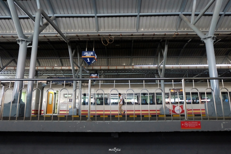 Jalur 1 kereta api stasiun Tugu