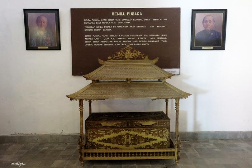 Benda pusaka dalam Museum Keraton Surakarta