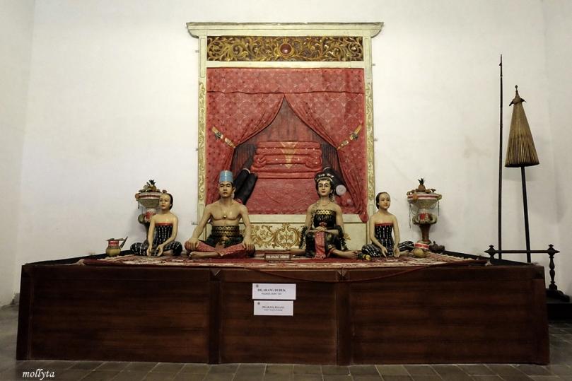 Adegan pengantin Jawa dalam Museum Keraton Surakarta