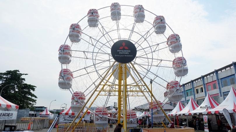 Wahana Ferris Wheel di event Mitsubishi XPANDER Medan