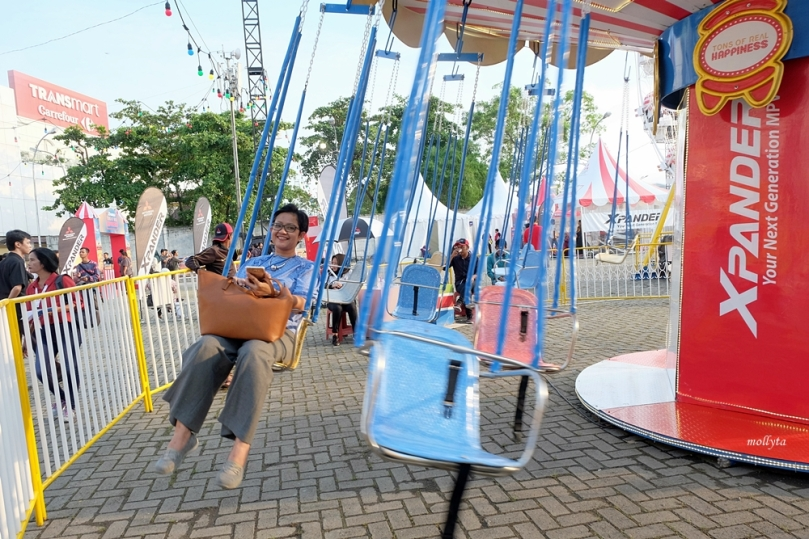 Naik Swing Carousel di event Mitsubishi XPANDER Medan
