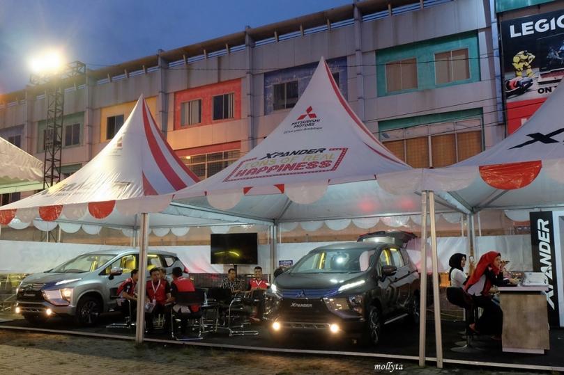 Showroom Mitsubishi XPANDER Tons of Real Happiness Plaza Medan Fair