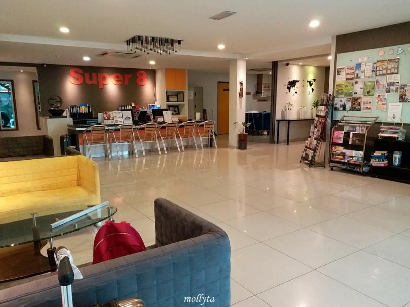 Ruang lobby Super 8 Hotel Penang