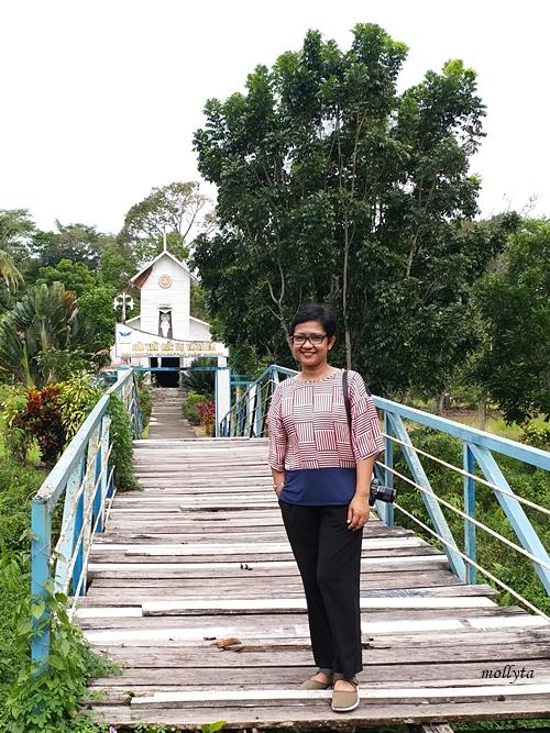 di gereja Katolik pulau Galang