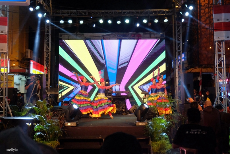 Kampung Bule Funtastic Colour Night2