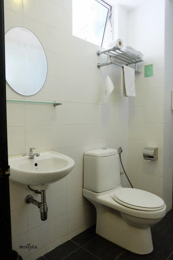 Kamar mandi di Super 8 Hotel Penang
