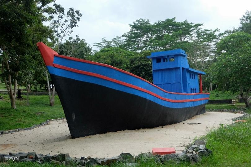 Perahu yang membawa pengungsi Vietnam