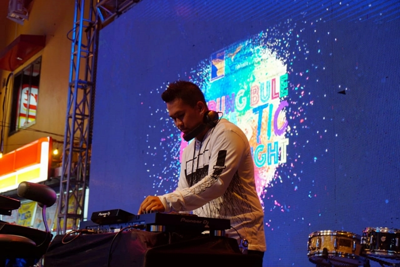 DJ Willy di Kampung Bule Funtastic Colour Night