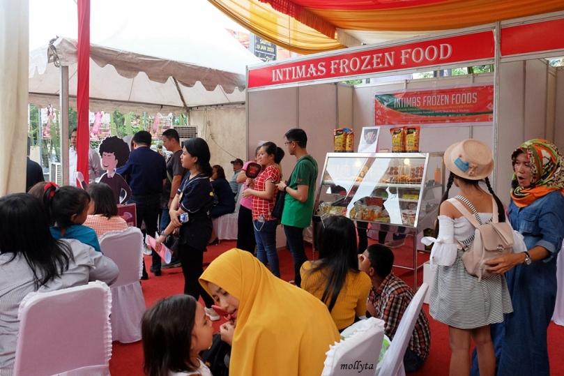 Booth kuliner di acara SOBATKU Medan