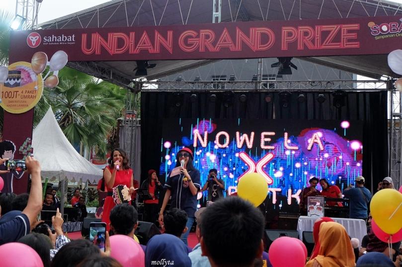 Penampilan artis Nowela di acara SOBATKU Medan