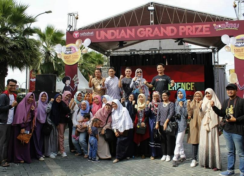 Foto bersama blogger di acara SOBATKU Medan