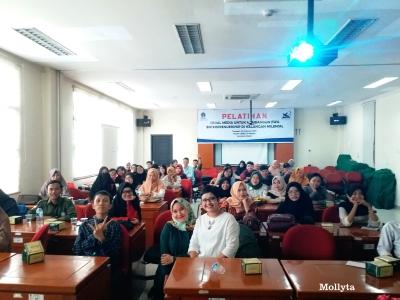 Mollyta pemateri pelatihan media sosial di UPBJJ Universitas Terbuka Medan