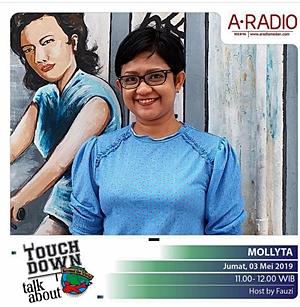 Mollyta Blogger Medan sebagai narasumber di A Radio Medan