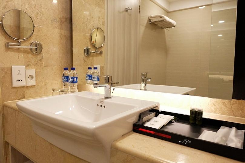 Kelengkapan kamar mandi Radisson Medan