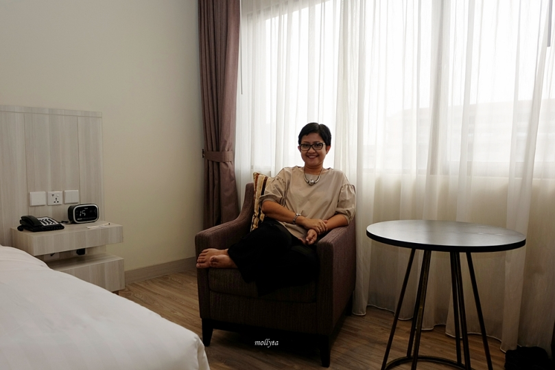 Sofa di kamar Deluxe Radisson Medan