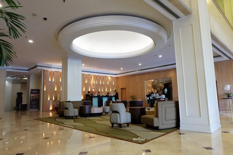 Suasana di lobby Radisson Medan