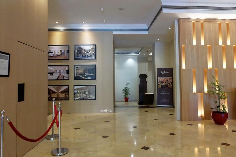 Menuju lift Radisson Medan