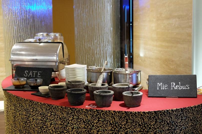 Variasi menu sarapan di Radisson Medan