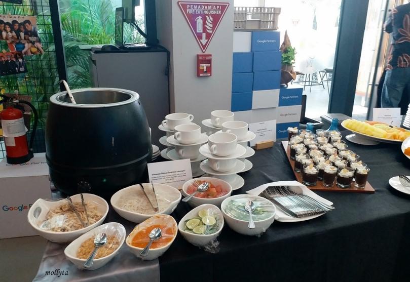 Jamuan makan di kantor Google Indonesia