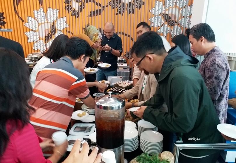Menikmati makan siang di Google Indonesia