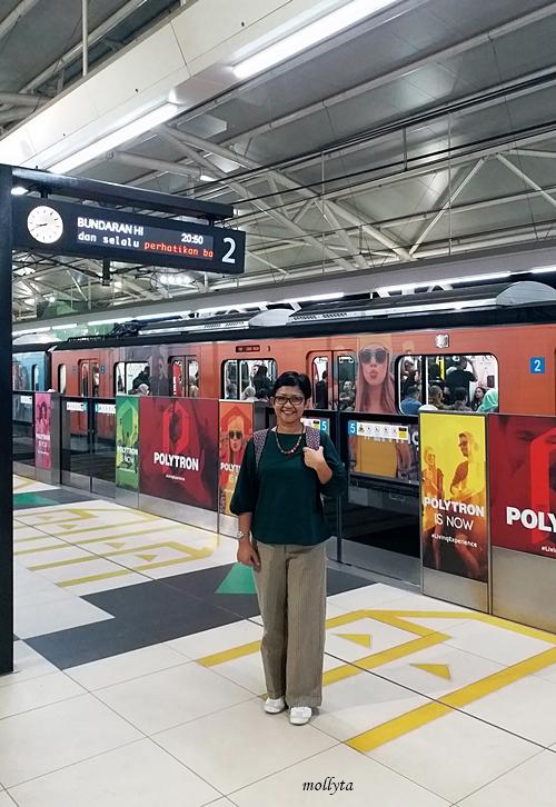 Naik MRT di Jakarta