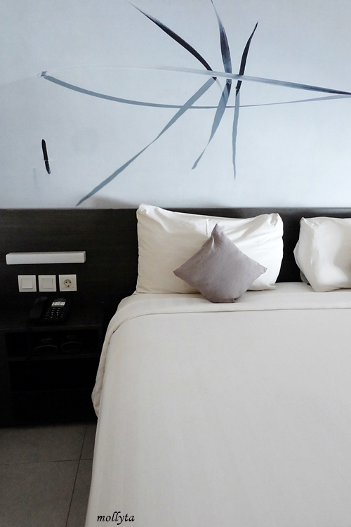 Kamar standar Hotel Neo Tendean