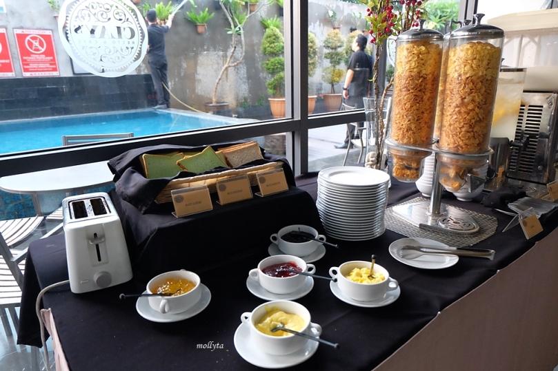 Toast bread di Clay Cafe & Restaurant Hotel Neo Tendean