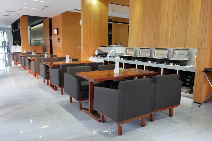Clay Cafe & Restaurant Hotel Neo Tendean