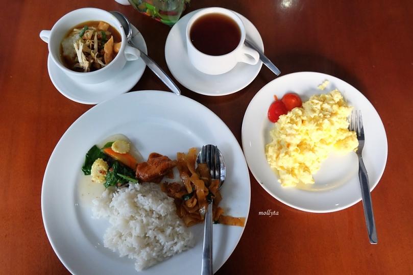 Menu sarapan komplit di Hotel Neo Tendean