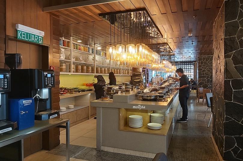 Breakfats buffet di The Wembley A St Giles Hotel Penang