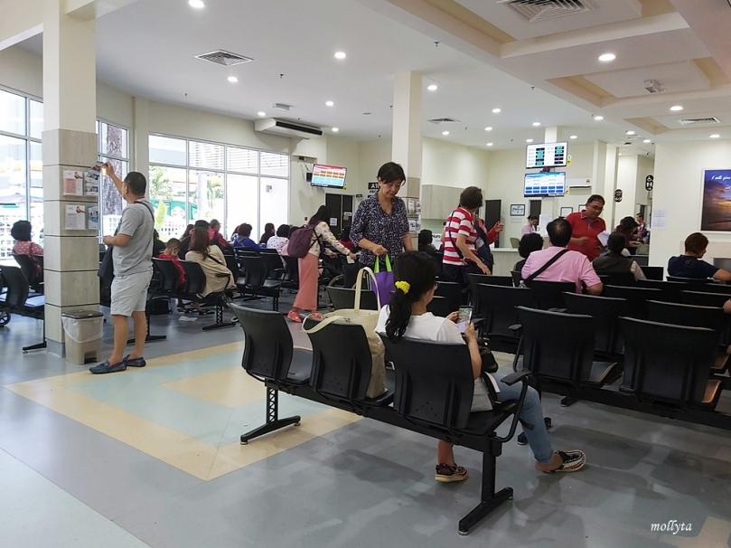 Ruang tunggu di Penang Adventist Hospital