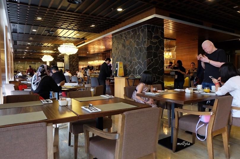 Suasana sarapan di Wembley Cafe Penang