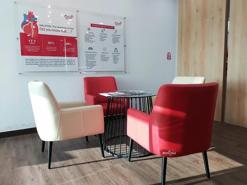 Menunggu di Malaysia Healthcare Lounge KLIA 2